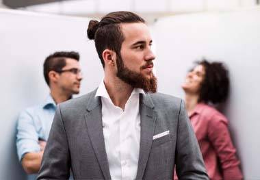 Barbe Ducktail : Comment tailler sa barbe en pointe ?